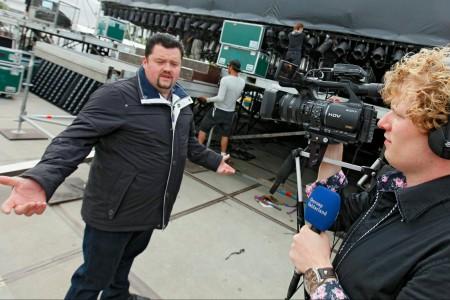 Frans Duijts wordt gevolgd door camerajournalist Arjan Hoefakker voor de documentaire 'De Ziel Van Tiel'.